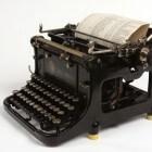Het gebruik en de werking van een ouderwetse schrijfmachine
